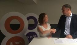 Simone Lans (links, strategisch adviseur Eigen Bouw) en Arjan Kleinjan (rechts, bestuurslid Stichting Present Deventer)