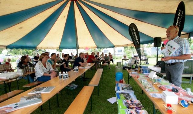 Uitleg aan de proefcampeerders tijdens workshop gasgebruik en elektra. Foto: Eveline Zuurbier