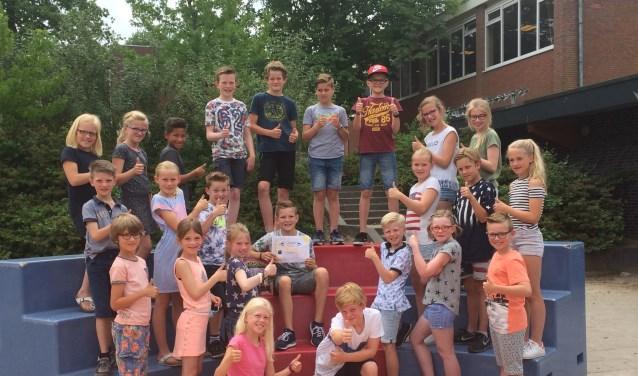 De klas van Bram Hesselink is maar wát trots de kersverse Nederlands kampioen.