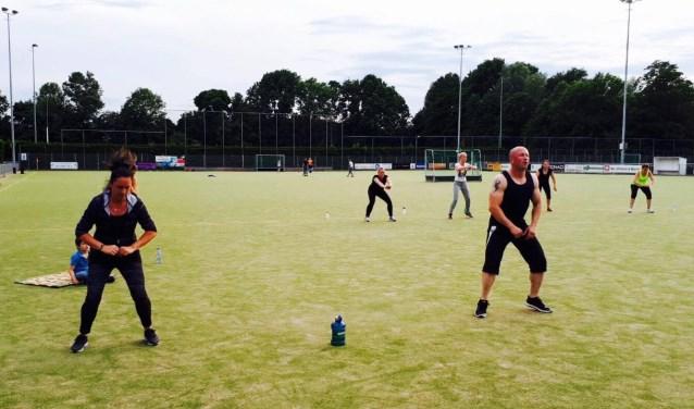 Lid van Fitclub24 Krimpen in actie. Zaterdag doet een team sportievelingen mee aan de Euromast Trappenloop.