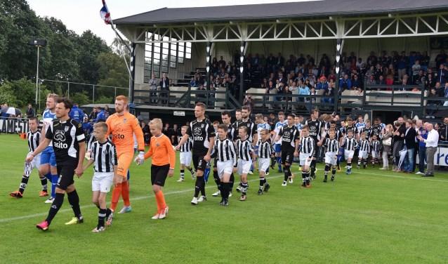 De eerste oefenwedstrijd van Heracles Almelo vindt altijd plaats tegen de Almelose selectie. Dit jaar is deze ontmoeting op zaterdag 8 juli.
