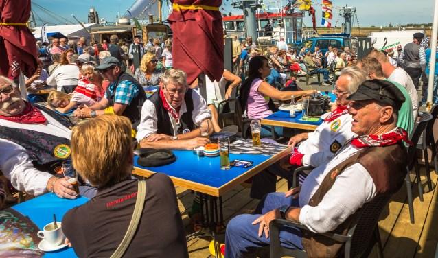 Drie dagen lang staat Bruinisse deze week bol van festiviteiten, kermis, muziek, veel gezelligheid en lekker eten. FOTO: Dirk van Wolferen