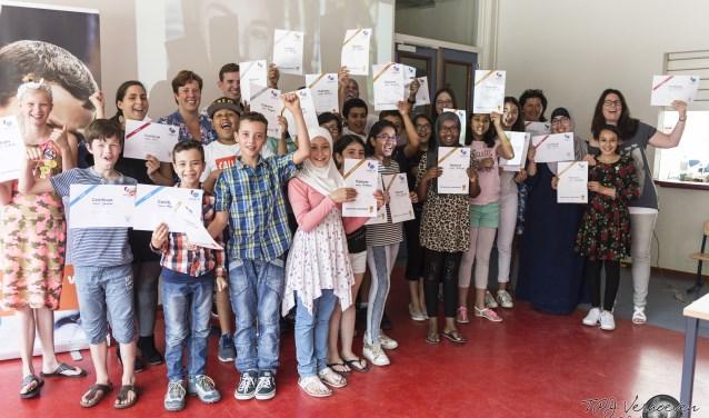 De supertalenten van weekendschool Petje af Breda ontvingen zondag 9 juli hun diploma. FOTO: PR