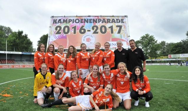 De dames van Oranje Wit. (Foto: Linda Visser)