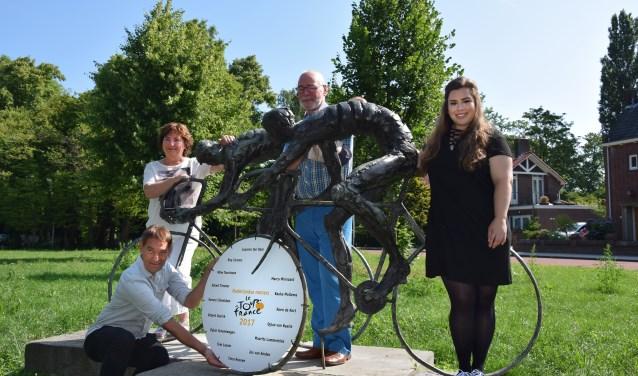 Vlnr: Marita Damen, Rob van Hoogdalem, Frank van Buren en Sanne Telgenkamp