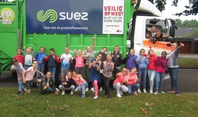 e leerlingen van de groepen 7a en 7-8b van de Juliana van Stolbergschool hebben onlangs de Veilig op Weg-les gekregen.