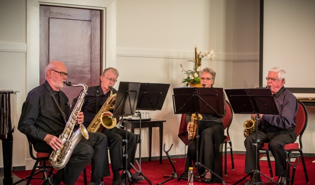 Het saxofoonkwartet WWWM speelt zondag in de Kruidenhof in Eibergen.