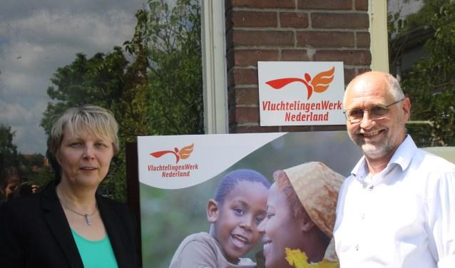 Karin Verkaar en Kees Smit zijn dringend op zoek naar betrokken vrijwilligers die een verschil willen maken en die vluchtelingen, die een nieuwe toekomst tegemoet gaan, op weg willen helpen.