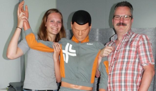 Dorijn Boogaard, Martin Bezemer en het befaamde oefenslachtoffer (Foto: Sliedrecht Sport)