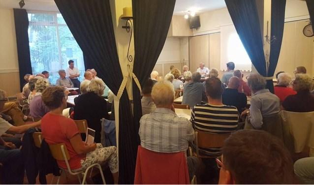 De publieke belangstelling voor de recent gehouden jaarvergadering van bewonersvereniging Vijfhoevenlaan uit Vlijmen was groot.