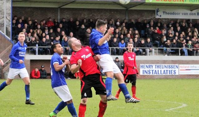 Roy Rozen, hier nog in het shirt van Vlijmense Boys in de derby tegen Haarsteeg, komt dit seizoen voor Nieuwkuijk uit. FOTO: Wout Pluijmert