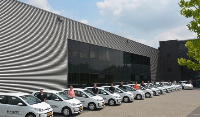 Overdracht auto's aan Marcel van der Ziel en medewerkers.