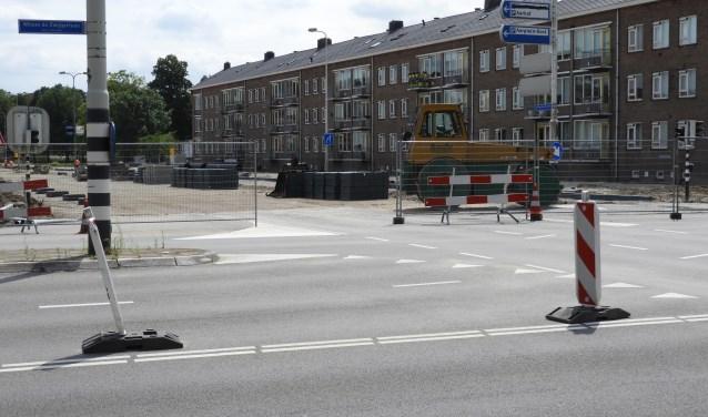 De werkzaamheden zijn noodzakelijk en het verkeer ondervindt daar uiteraard hinder van. FOTO: Hans Willering