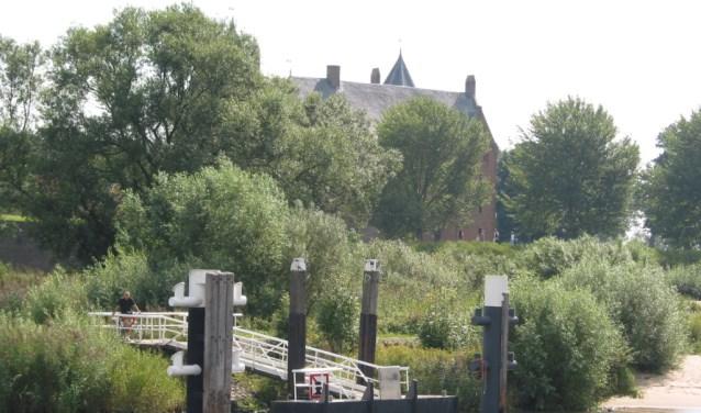 De pilot voor de zomerverbinding tussen Zaltbommel en Slot Loevestein is uitgesteld naar de zomer van 2018. De gemeente heeft geen schip meer kunnen vinden dat voldoet aan alle eisen.