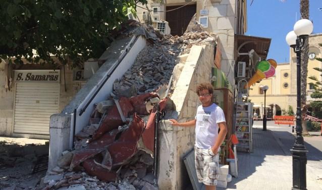 """Sander van Deventer uit Goes was in Kos-stad: """"De grond begon ineens te schudden en ik dacht ' heb ik nu al een glaasje teveel op?' Dit is een aardbeving schoot het door mij heen."""" FOTO: LEON JANSSENS"""
