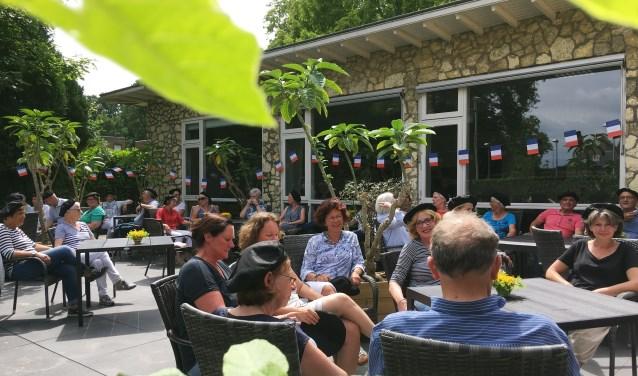 Zaterdag wordt het vernieuwde terras van het Parkpaviljoen geopend. FOTO: Wieke Hoeke/Hoeke Fotografie