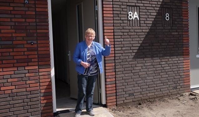 Cliënten van Aveleijn hebben hun intrek genomen in energiezuinige woningen van Mijande Wonen aan de Ootmarsumsestraat in Denekamp. En zijn ze er blij mee? Margreth zekers wel!