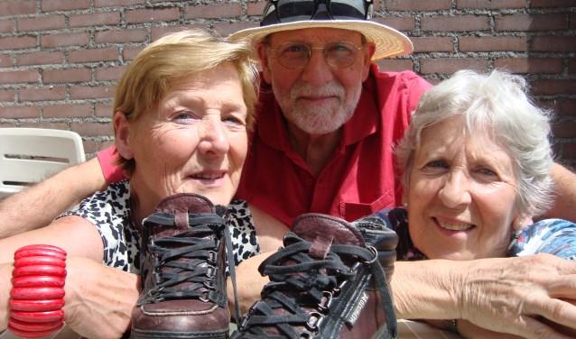 Tweelingzus Marie-Cécile, broer Eduard en Clémence van Leuven uit Veldhoven zetten 160.000 stappen voor het goede doel.