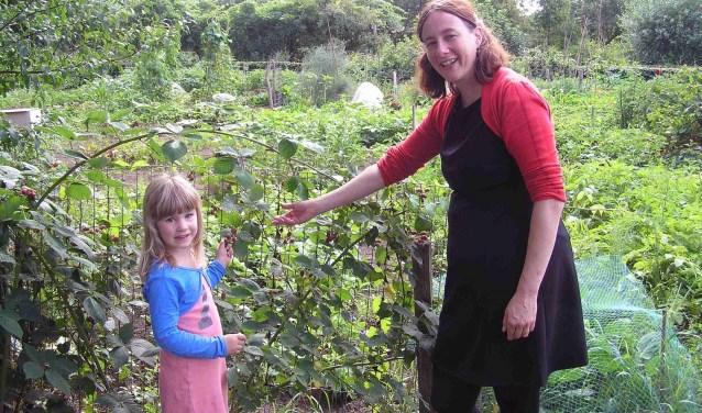 Natuurlijke Ingrediënten geven een extra dimensie aan een gerecht. Janneke Donders en haar dochter houden niet van Industriële toevoegingen. (foto: Gerreke van den Bosch)