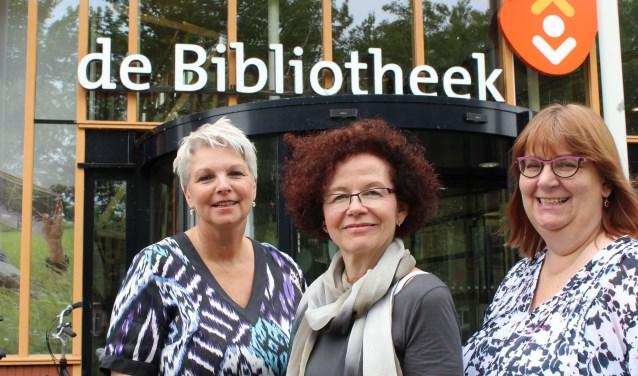 Annemarie Doesburg, Lucie Janssen en Marianne van Schaik werken met collega's en vrijwilligers aan de bibliotheek als huiskamer van de stad. (Foto: Lysette Verwegen)