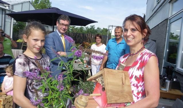 Moeder Claire en dochter Suze Vromans winnen met hun romantische tuin de duurzame tuinontwerpwedstrijd in het kader van Operatie Steenbreek (foto: Morvenna Goudkade)