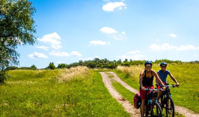 De twee dames fietsen met alle liefde door IJsland begin augustus. (Foto: Privé)