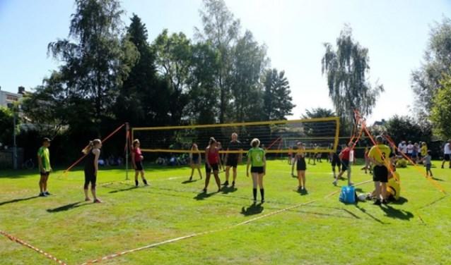 Volleybalvereniging VC 't Aogje houdt op zaterdag 9 september het VC 't Aogje Stratenvolleybaltoernooi. FOTO: PR