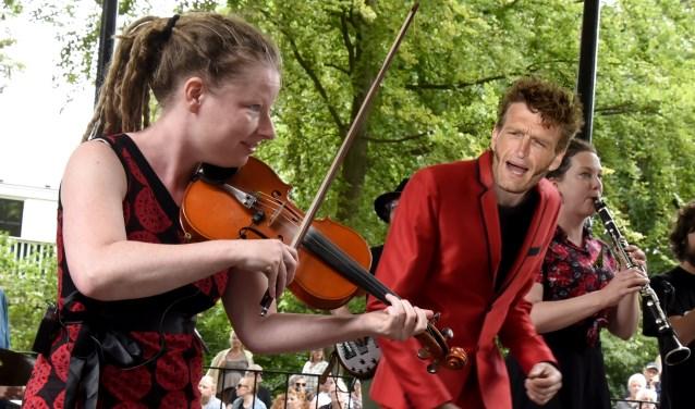 De band HoppaH! wist zondag het publiek in beweging te krijgen. Foto: Marianka Peters