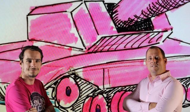 De eerstkomende 58 dagen zijn Wiebe Plantenga(rechts) en Roy Kloet hard aan het werk aan hun Pink Tanker. Volg het via Facebook en like hun pagina. (Foto: PR)