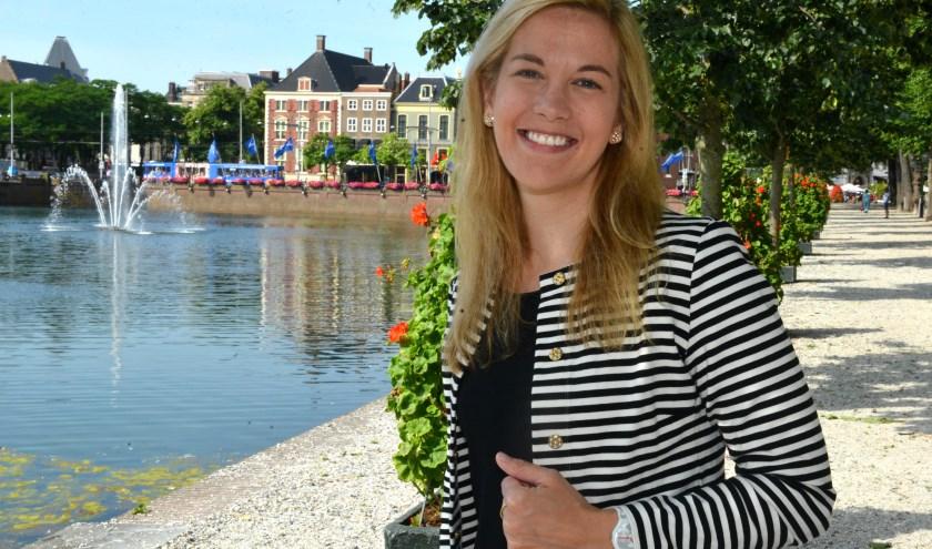 Holly Brown vindt de architectuur in Den Haag indrukwekkend. (Foto: Jos van Leeuwen)