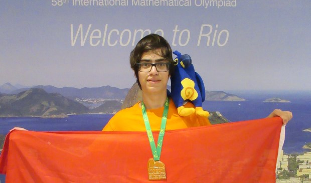 Gabriel Visser met zijn gouden medaille.