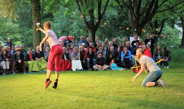 De spelers van Asterions Hus vonden het zelf ook heel speciaal dat ze midden in een woonwijk speelden. (Foto: Quirine van Mourik)