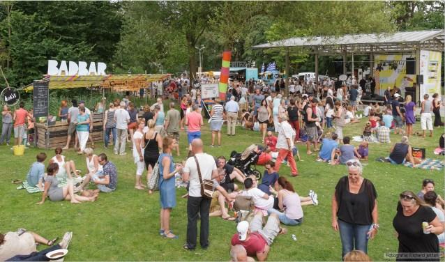 Gezellige ontmoetingen tijdens Zondag in 't Park. Foto: Richard Jetten