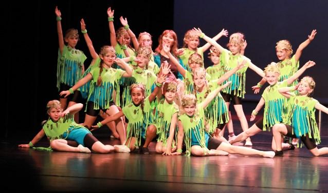 Foto: TOOS Kleuters, energiek en vertederend lief tijdens hun dans: Altijd Jong.