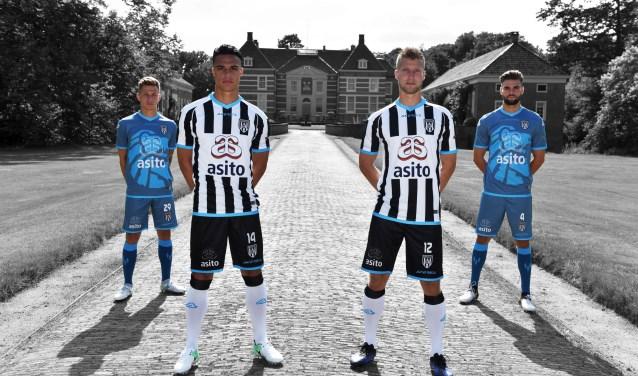 Dit zijn de nieuwe shirts van Heracles Almelo. Het thuisshirt is traditioneel zwart-wit gestreept met blauwe accenten. Het uittenue is donkerblauw.