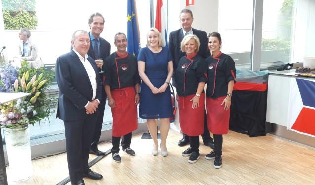 De Ruijter's Vis uit Breda kreeg de eer om de nieuwe haring te presenteren aan het Europees Parlement.