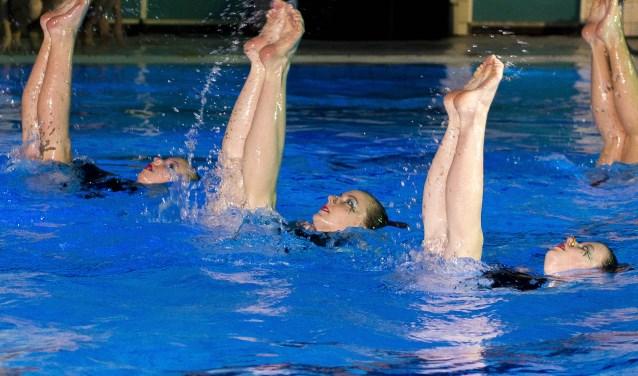 De dames van Neptunus '58 gaan iedereen verrassen met een synchroonzwemshow met muziekstijlen door de jaren heen.