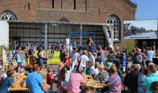 Ook dit jaar mogen bezoekers van de Vlegeldag, jong en oud, met elkaar de strijd aan.