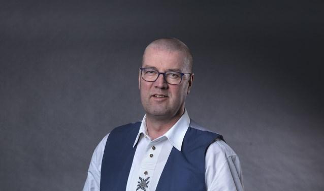 Hans Dijsselhof groeide op met Egerländer blaasmuziek. Hij is dirigent van twee blaaskapellen en speelt zelf trompet. De Nijverdalse kapelmeester treedt zaterdag 15 juli met een eigen samengesteld blaasorkest op in het Openluchttheater, voor KiKa.