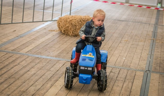 Tot en met maandag worden de Fancy Fair Feesten Deurningen gevierd. Zondag wordt de 25e trekkertrek verreden en er is een traptrekkerrace voor kinderen. Foto: Lachofikschiet.nl/Jori Besseler
