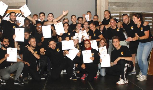 Donderdag 6 juli ontvingen de deelnemers aan de cursus Citytrainers van Breda Actief hun certficaat van wethouder Miriam Haagh. FOTO: PR