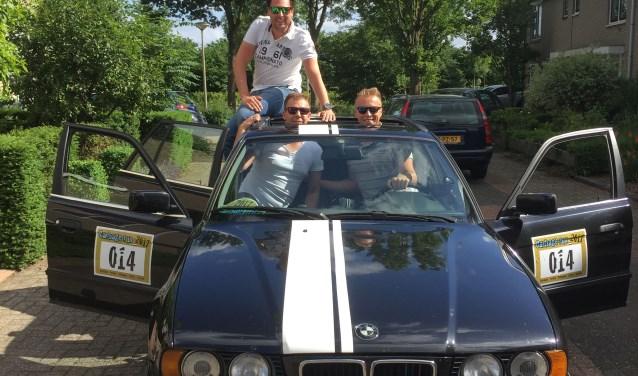 De drie jeugdvrienden vertrokken met een BMW 5-serie. Van links naar rechts: Krijn Weeda, Gerard Reuvers en Harry Mesker.