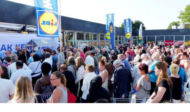 Opening Lidl woensdagmorgen op winkelplein Sterrenhof.