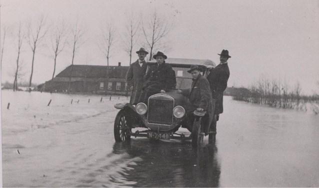 De database van autobezitters in Brabant (tussen 1898-1951) maakte het BHIC onlangs compleet. Op de site zijn 60.000 kentekens van historische auto's terug te vinden.