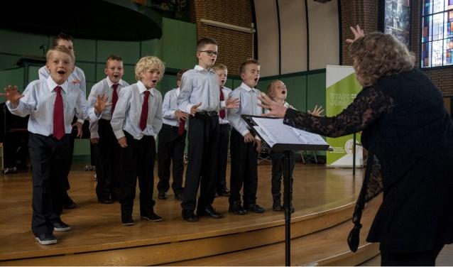 De jonge zangers zijn al druk aan het repeteren voor hun zomerconcert, op 9 juli in de Hof in Oldenzaal.