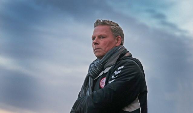 Hellevoetsluistrainer Edwin de Koning is tevreden met zijn selectie voor het nieuwe seizoen. (foto: John de Pater)