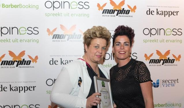 Gerdien Klein Horstman en Corine Dankelman van Het Schaartje zijn blij met de klantaward van Opiness.
