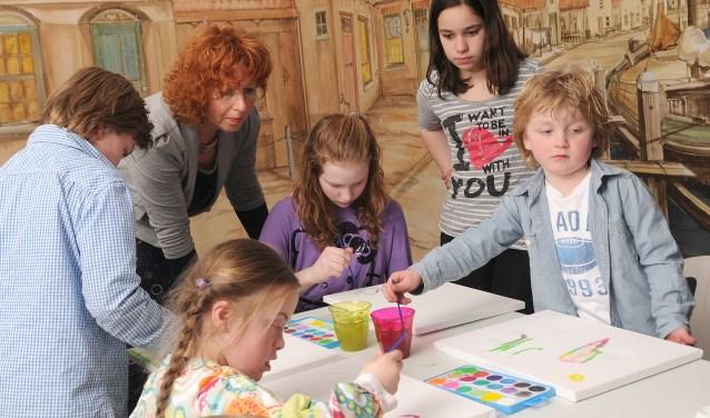 Allerlei activiteiten worden aangeboden in de zomervakantie aan kwetsbare jongeren. Er zijn allerlei arrangementen, van spelen in de natuur tot creatief bezig zijn.