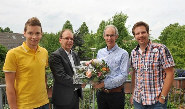 Het bedrijf Edu-Sign uit Sliedrecht wordt door wethouder Hans Tanis in het zonnetje gezet.