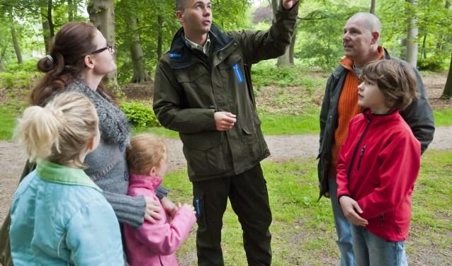 De vrijwillige boswachter is een gastheer of -vrouw in de natuurgebieden. Je bent zichtbaar aanwezig, legt contact met bezoekers, beantwoordt vragen en informeert. Je hebt ook allerlei leuke weetjes paraat.